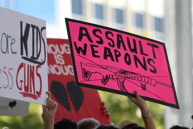 Αυστηρότερους κανόνες στην πώληση όπλων στις ΗΠΑ με πρωτοβουλία