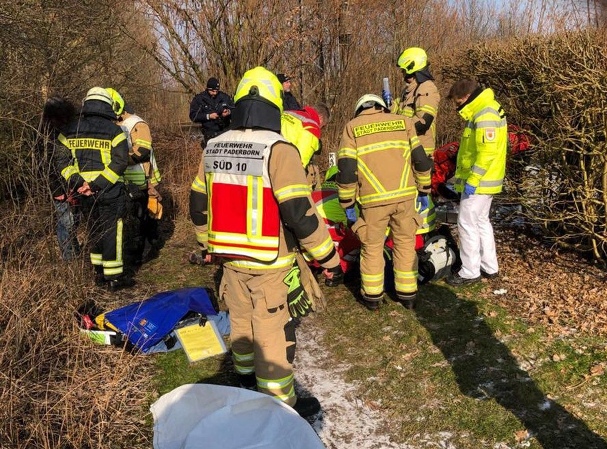 Paderborn: Frau liegt in eiskaltem Fluss – Hund rettet ihr das