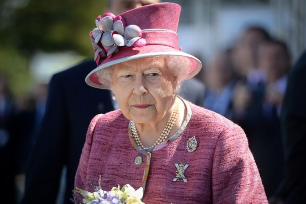 Queen Elizabeth 1981 Assassination Attempt Revealed ... New Zealand Officials Covered It Up