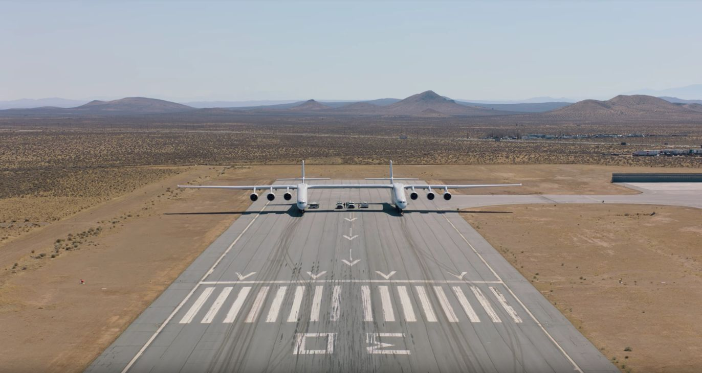 Watch The World's Largest Aircraft Speed Down A