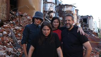 The Breeders still know how to take a cool publicity photo