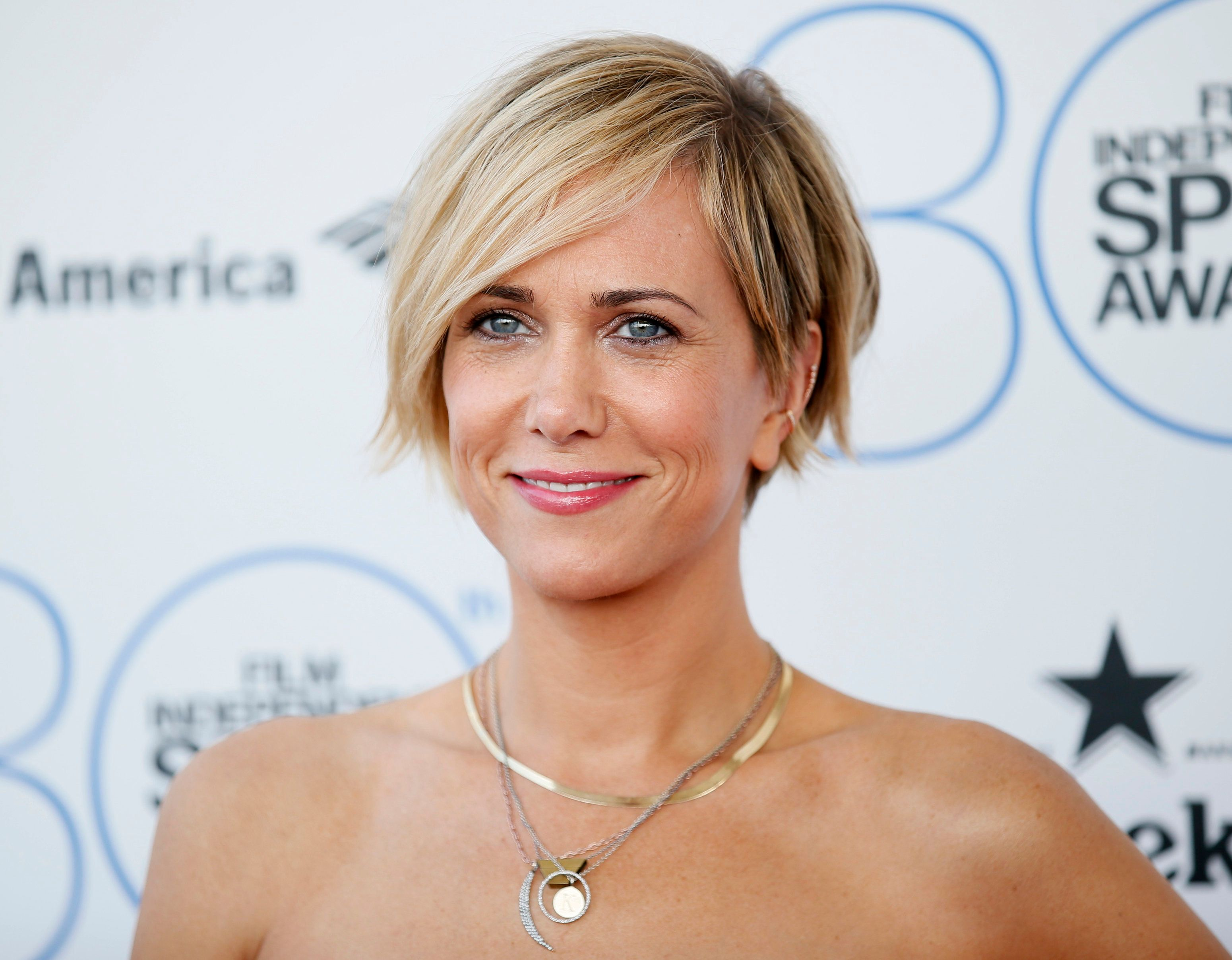 Actress Kristen Wiig arrives at the 2015 Film Independent Spirit Awards in Santa Monica, California February 21, 2015.  REUTERS/Danny Moloshok (UNITED STATES  - Tags: ENTERTAINMENT)  (SPIRITAWARDS-ARRIVALS)
