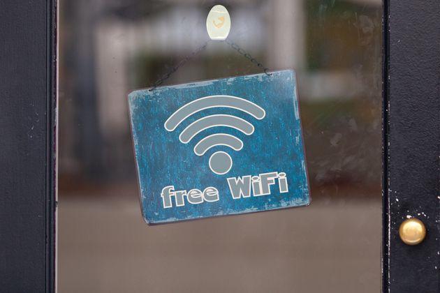 WiFi for Europe: Το πρόγραμμα για δωρεάν WiFi σε πολυσύχναστους δημόσιους χώρους. Τι πρέπει να κάνουν...