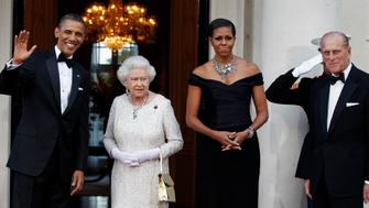 U.S. President Barack Obama (L) and first lady Michelle Obama (2nd R) host a dinner for Queen Elizabeth (2nd L) and Prince Philip, Duke of Edinburgh (R), at the Winfield House in London May 25, 2011.        REUTERS/Larry Downing     (BRITAIN - Tags: ROYALS POLITICS IMAGES OF THE DAY)