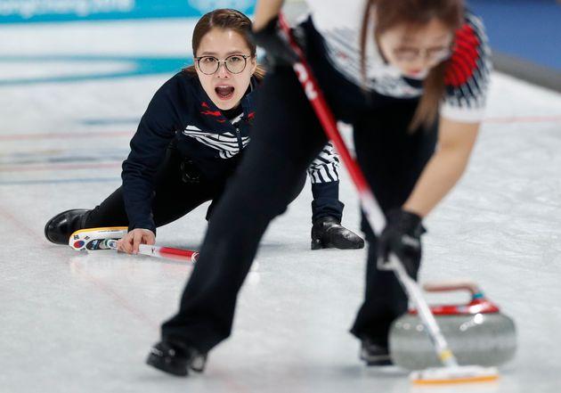 신세계가 남녀 국가대표 컬링팀에 포상금 2억4000만원을