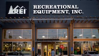 (GERMANY OUT)   Recreational Equipement, Inc., retailer specialized in outdoor recreation and sporting goods in San Diego.   (Photo by Dünzl\ullstein bild via Getty Images)