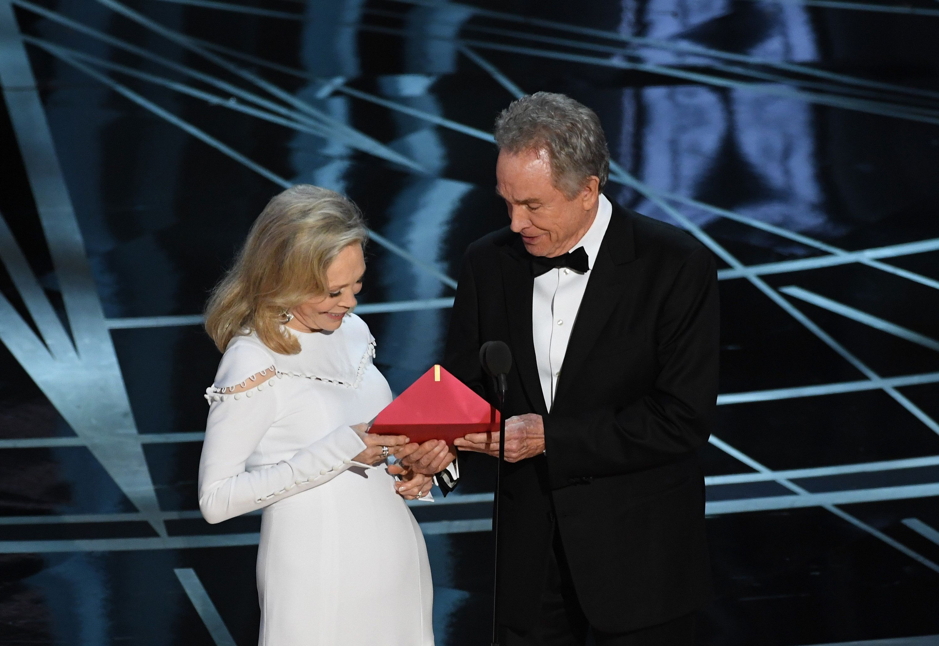 HOLLYWOOD, CA - FEBRUARY 26:  Actors Faye Dunaway (L) and Warren Beatty speak onstage during the 89th Annual Academy Awards at Hollywood & Highland Center on February 26, 2017 in Hollywood, California.  (Photo by Kevin Winter/Getty Images)
