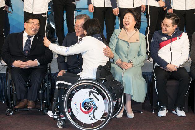 문재인 대통령이 패럴림픽 선수단 출정식에