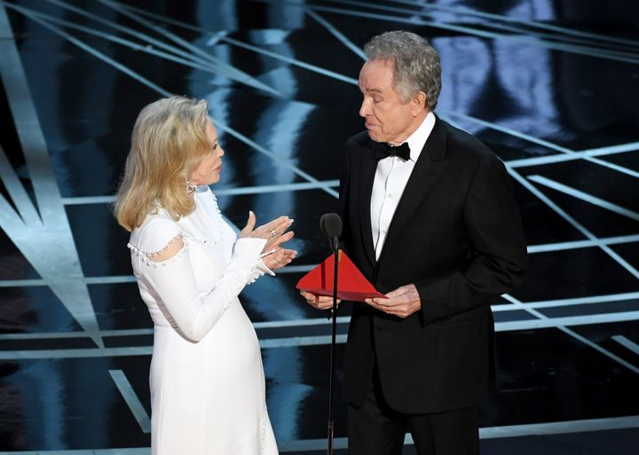 Faye Dunaway and Warren Beatty prepare to announce the (wrong) Best Picture winner in 2017.