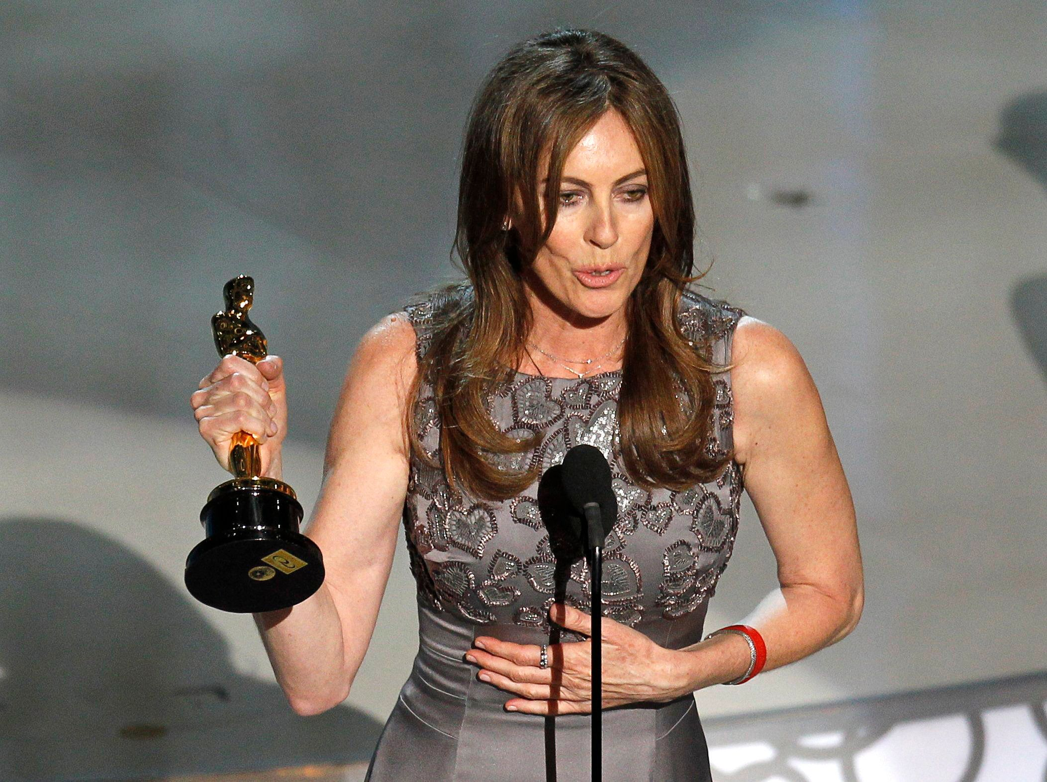"Kathryn Bigelow, director of ""The Hurt Locker"", speaks after winning best director during the 82nd Academy Awards in Hollywood, March 7, 2010.   REUTERS/Gary Hershorn  (UNITED STATES)  (OSCARS-SHOW - Tags: ENTERTAINMENT)"