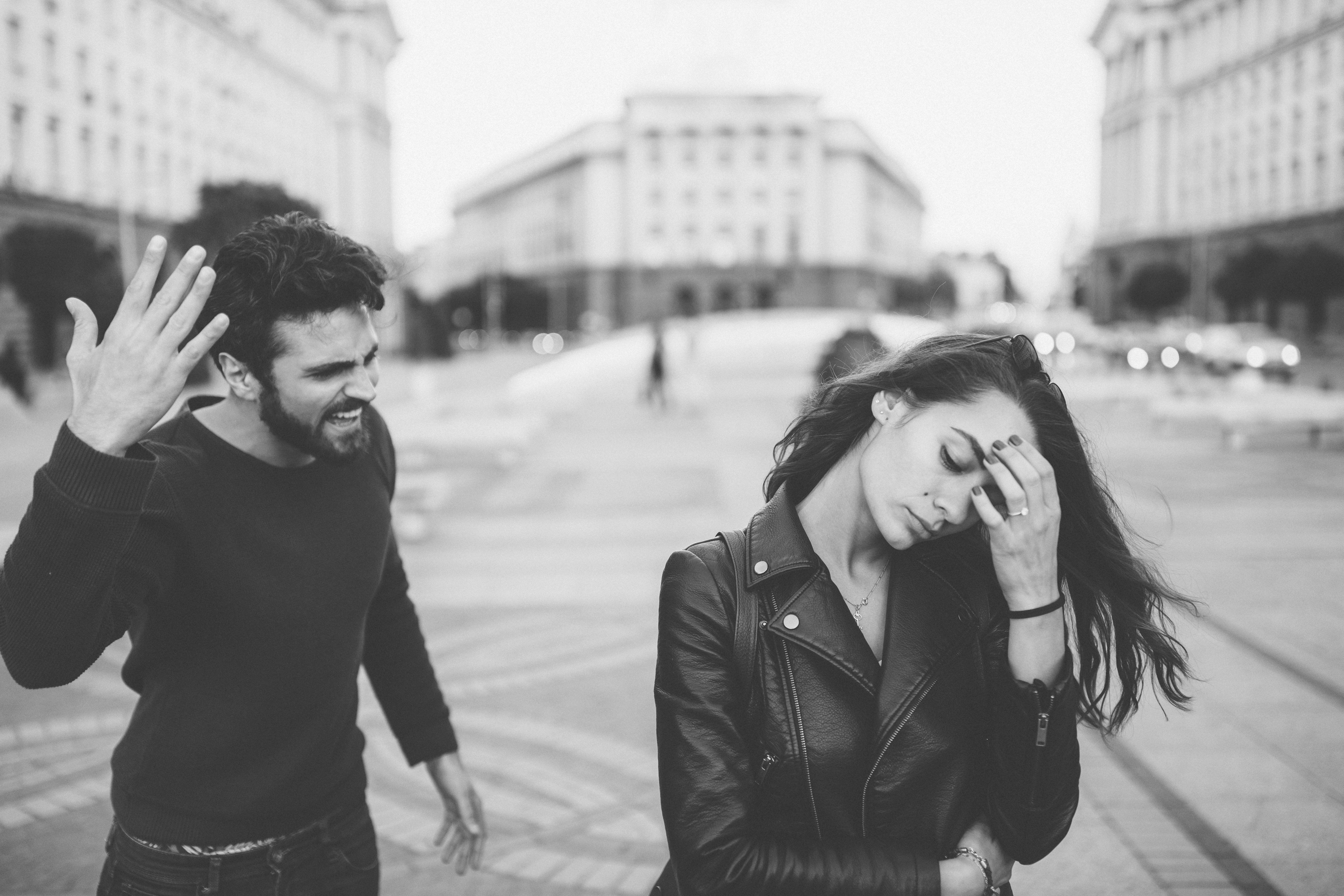 5 signs youre dating an emotional bully