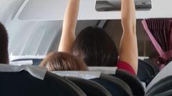 Frau ekelt mit ihrem Verhalten ein ganzes Flugzeug – doch niemand sagt etwas
