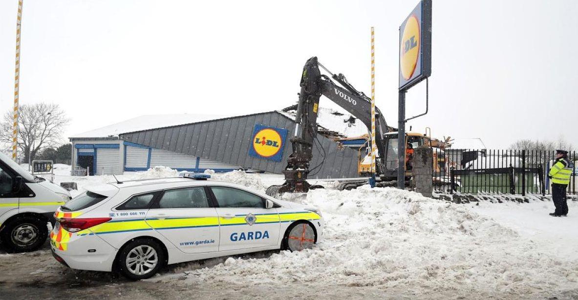 Irland: Dreiste Diebe nutzen Unwetter, um Lidl zu