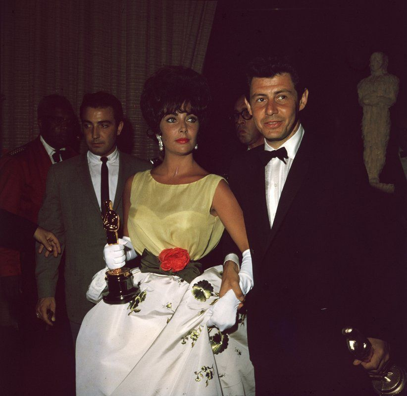 Oscars: Αυτά είναι τα πιο αξέχαστα φορέματα που πέρασαν από το κόκκινο