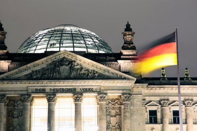 Γερμανία: «Ναι» από το SPD για το μεγάλο συνασπισμό. Ανοίγει ο δρόμος για τη δημιουργία