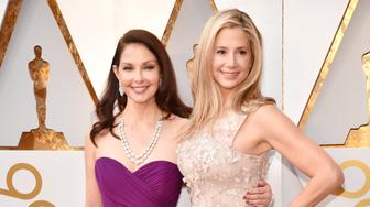 HOLLYWOOD, CA - MARCH 04:  Ashley Judd (L) and Mira Sorvino attend the 90th Annual Academy Awards at Hollywood & Highland Center on March 4, 2018 in Hollywood, California.  (Photo by Kevin Mazur/WireImage)