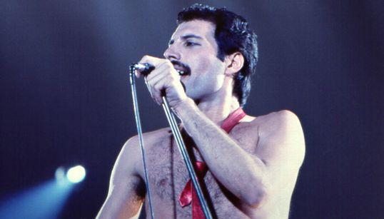 26 χρόνια από τον θάνατο του Freddie Mercury: Στη δημοσιότητα μερικές σπάνιες φωτογραφίες