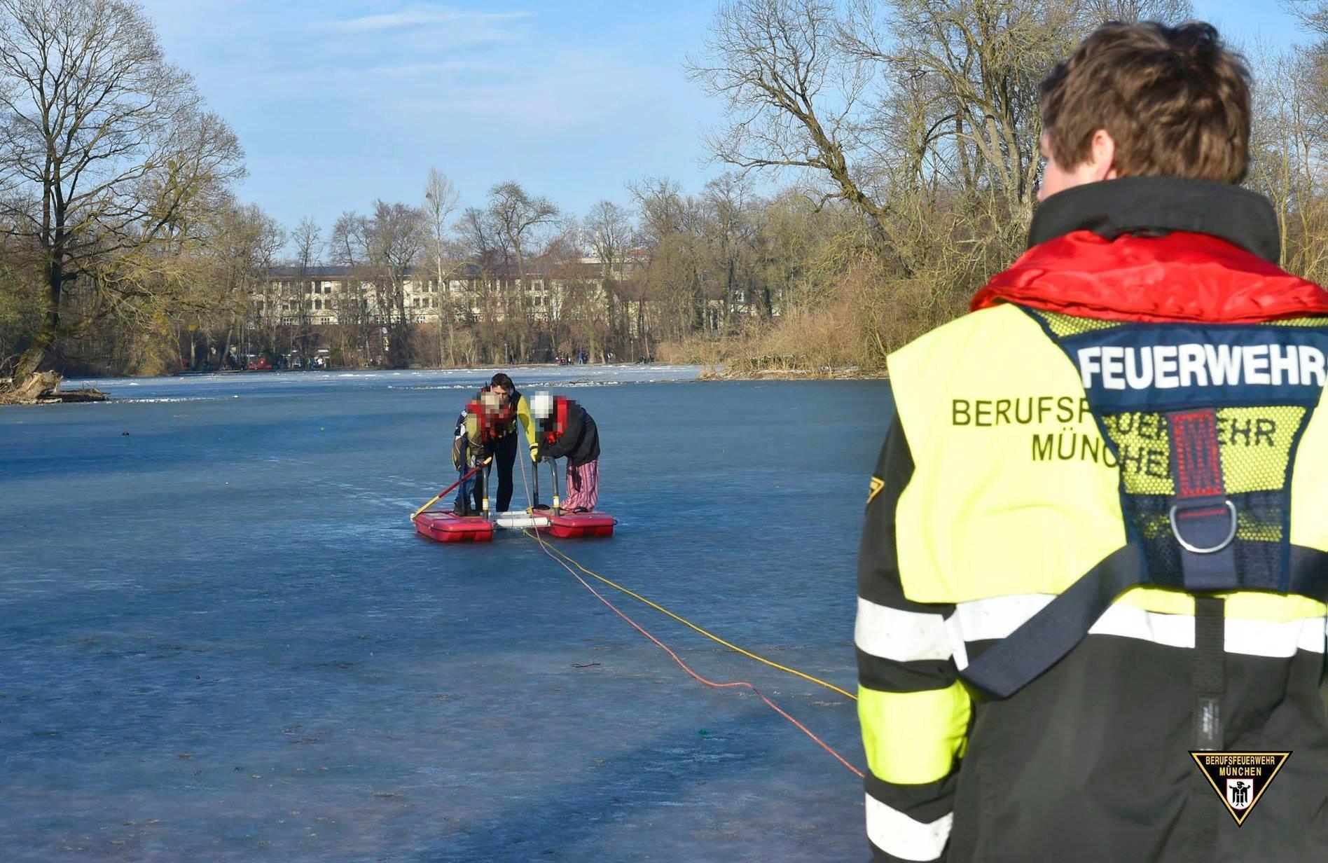 In Münchner See eingebrochen: Familie rettet sich auf kleine Insel – aber es gibt ein