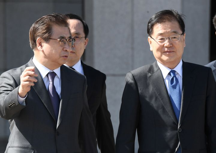 Chung Eui-yong, right, head of the presidential National Security Office, and Suh Hoon, left, the chief of the South's Nation