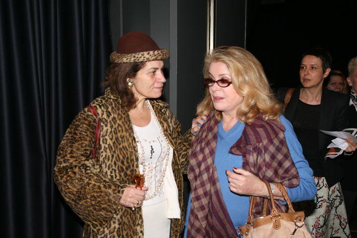 Η κυρία Λένα Παγώνη μαζί με την κυρία Κατρίν Ντενέβ
