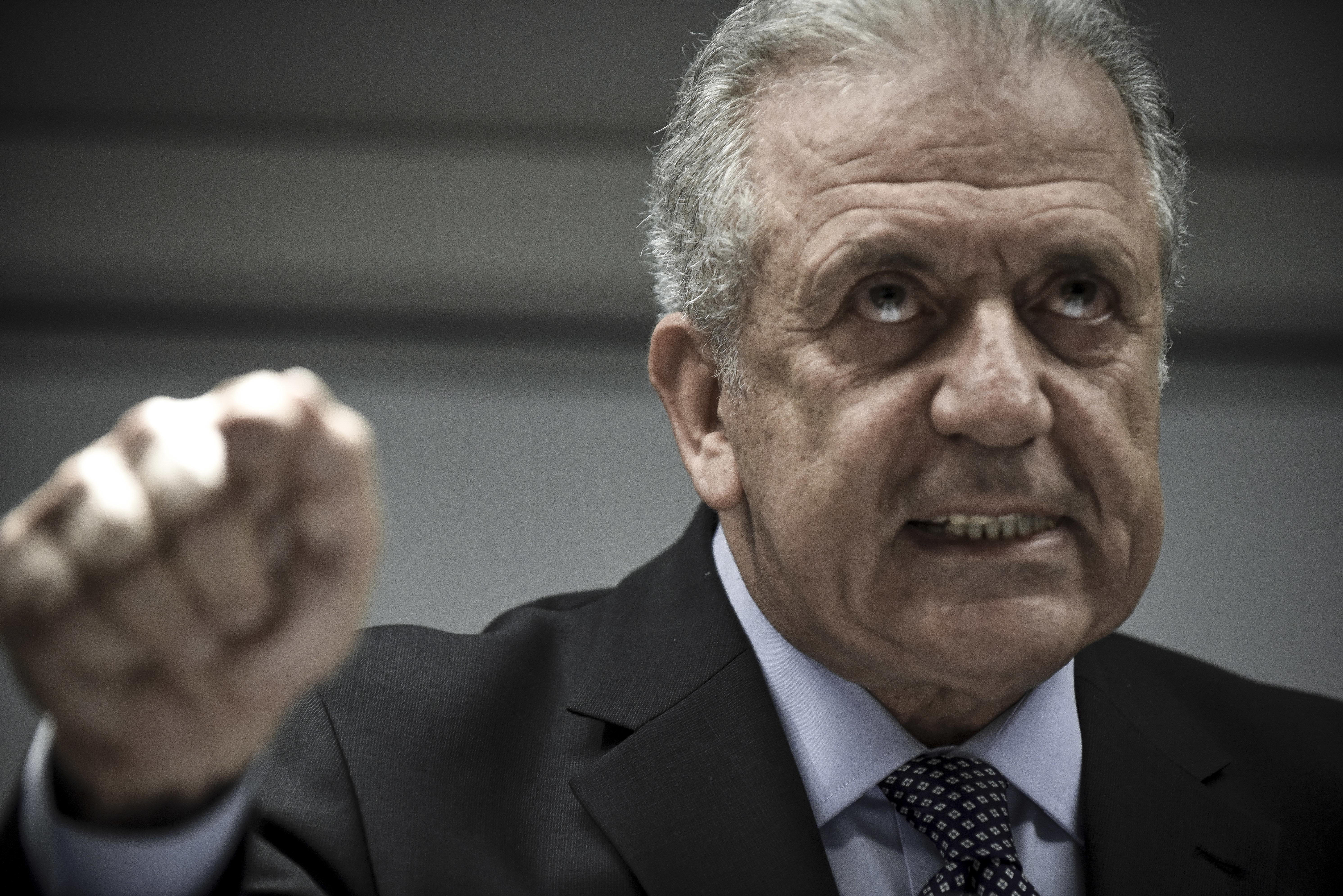 Στη Δικαιοσύνη Αβραμόπουλο προσέφυγε ο Αβραμόπουλος ζητώντας την αποκάλυψη των ονομάτων των προστατευόμενων