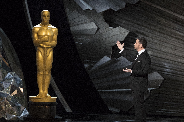 "Oscars host Jimmy Kimmel<a href=""http://news.huffingtonpost.com/t/t-l-uyhdhhk-kujiutoi-m/"" target=""_blank"">took on bad"