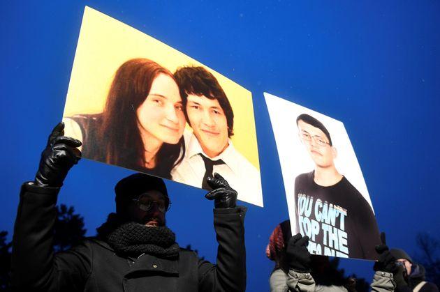 슬로바키아 사람들이 이 기자의 죽음을 추모하는