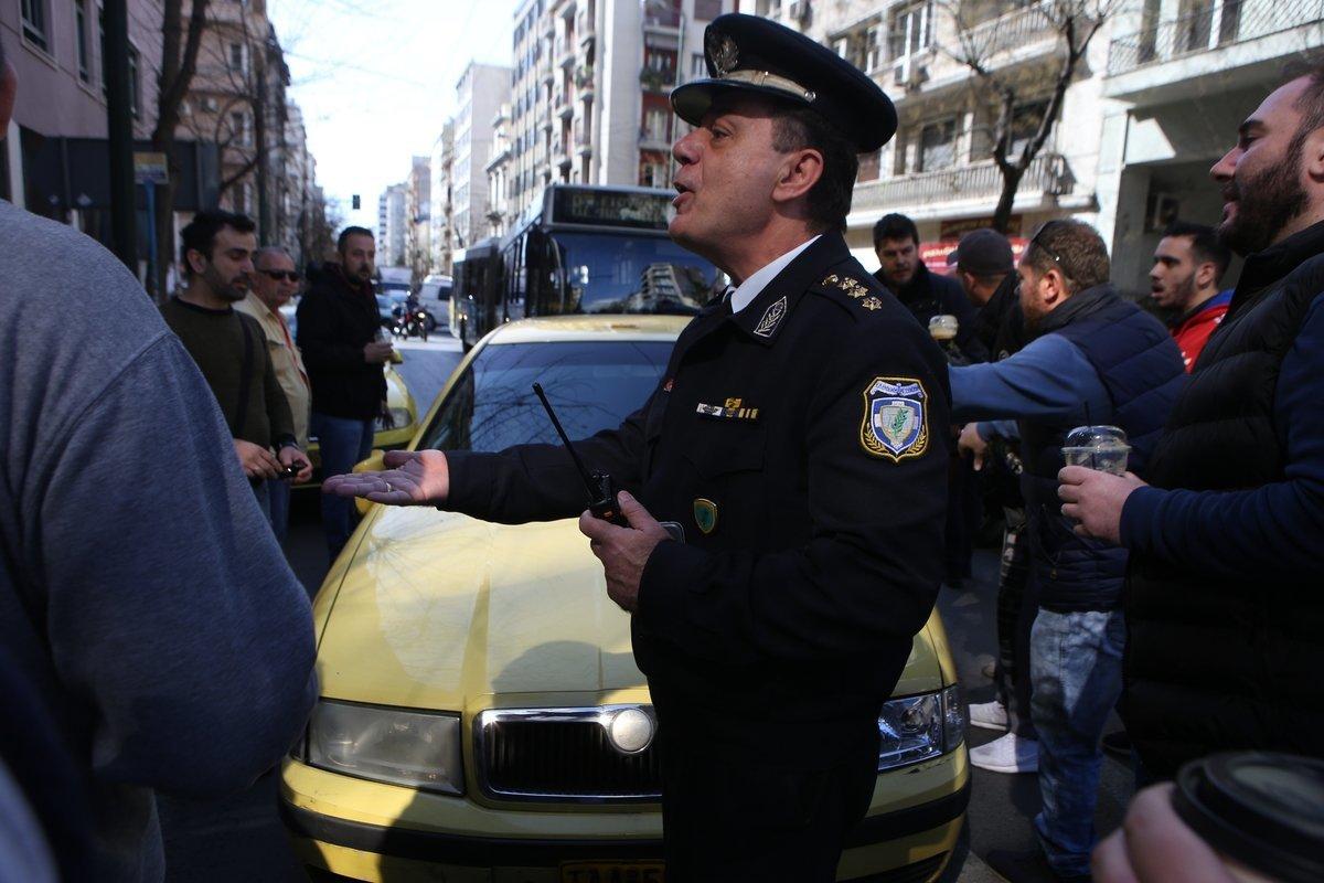 Απεργοί ταξί προπηλάκισαν οδηγό