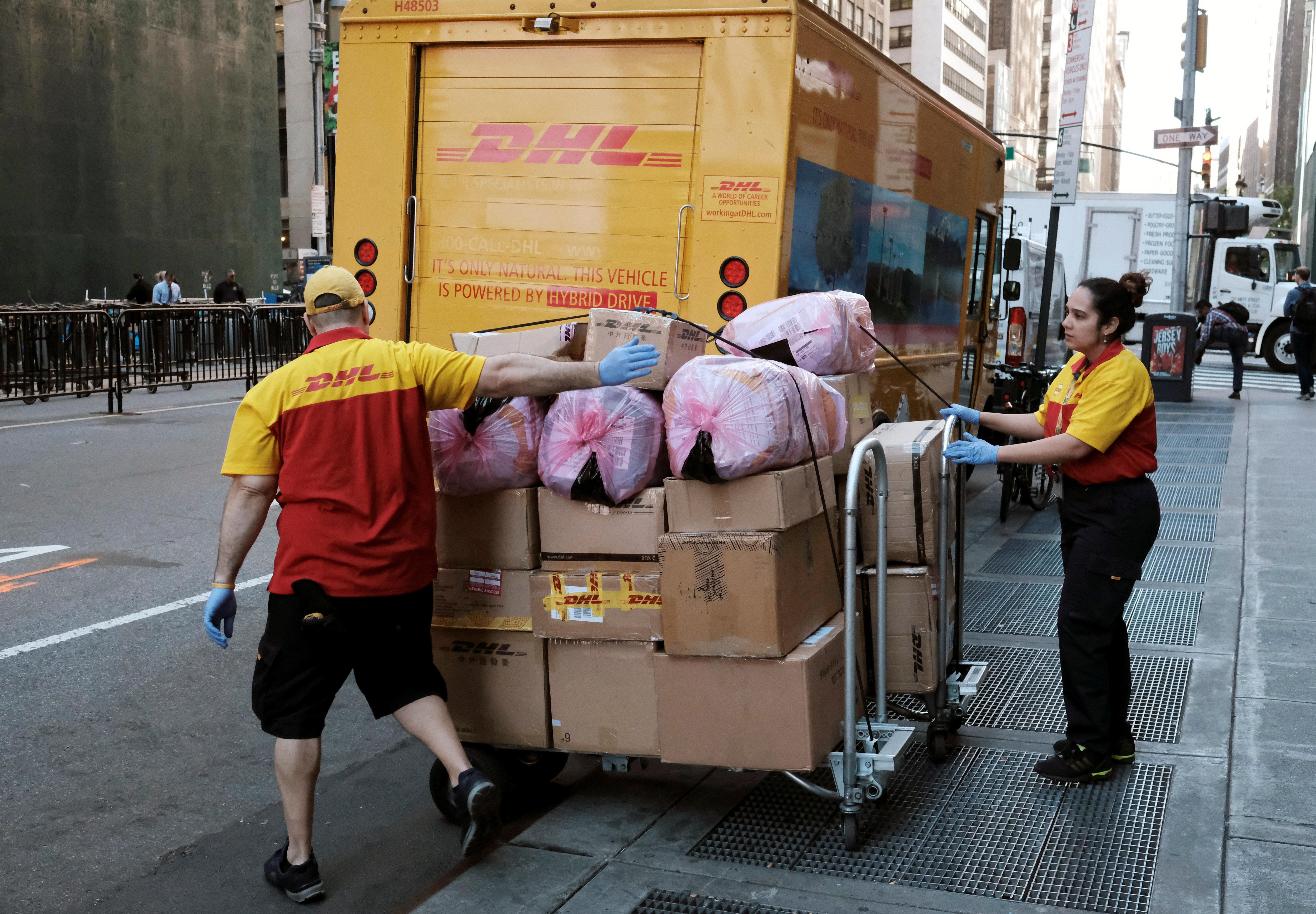 Hamburger Postbote stellt Pakete nicht zu – stattdessen verfolgt er perfiden Plan