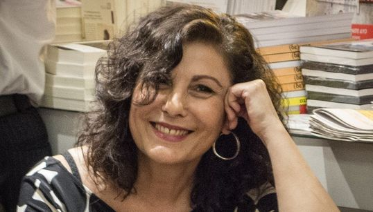 Κατερίνα Σχινά: «Είναι περισσότερα όσα ενώνουν άνδρες και γυναίκες, παρά όσα τους