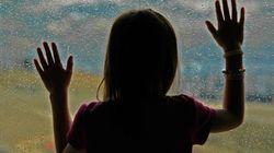 Erschütternde Szene an Grundschule: Polizei trennt Mädchen gewaltsam vom