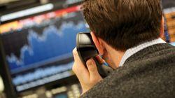 Πτώση των χρηματιστηρίων και του δολαρίου μετά την ενίσχυση των φόβων για έναν εμπορικό