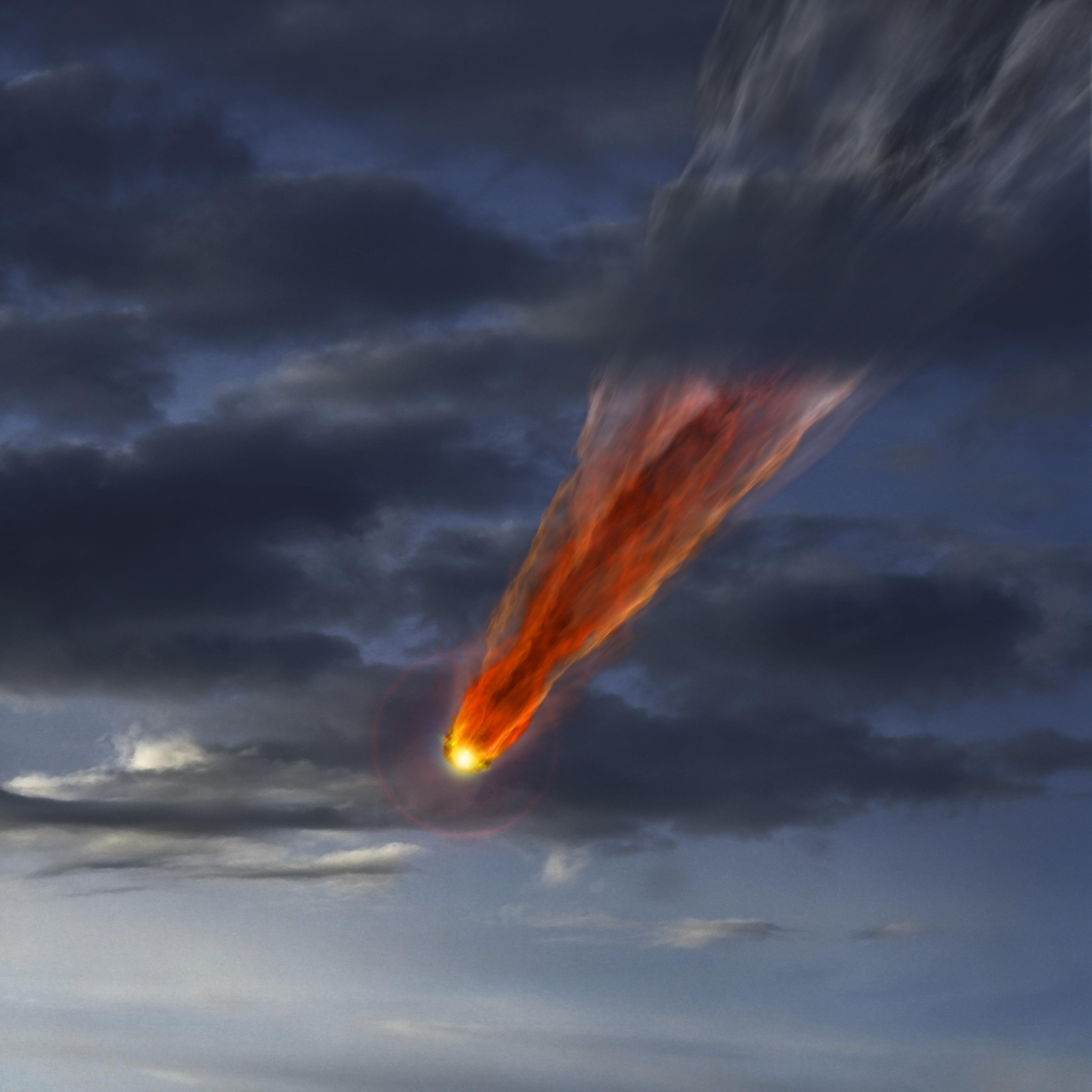 Πολύχρωμες φλόγες και ηχηρές «εκρήξεις» στον ρωσικό ουρανό από την πτώση μετεωρίτη