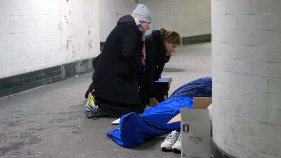 Outreach workers from St Mungo's homeless charity talk to a homeless person in Londonduring the...