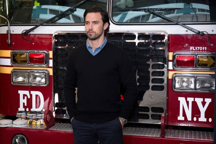 Milo Ventimiglia teamed up with Duracell, visiting theNew York City Fire Department this week to remind everyone to cha