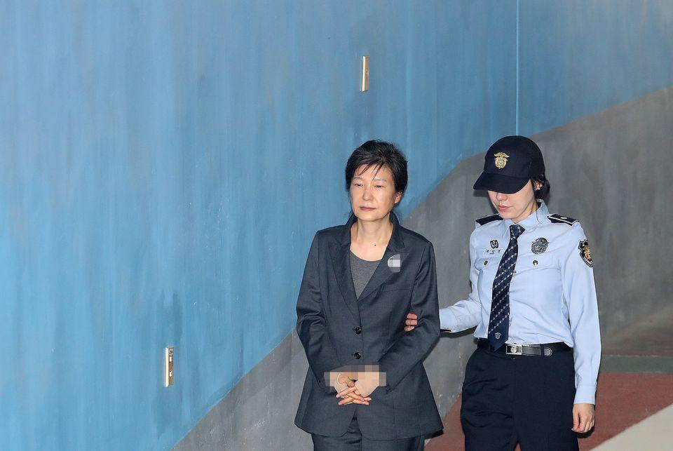 박근혜 전 대통령이 탄핵된 1년 전 오늘의 이야기(사진,