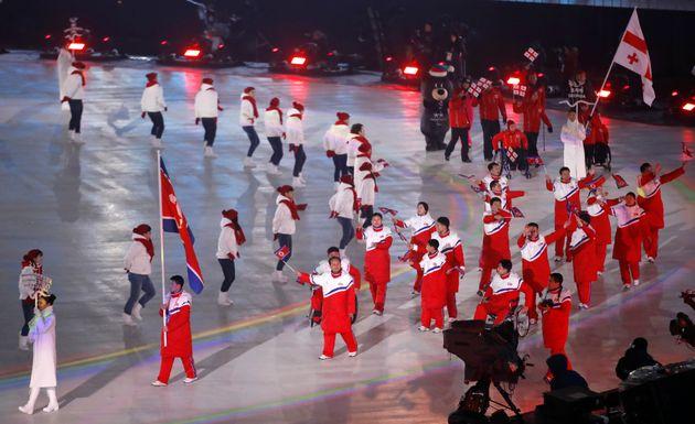 올림픽에 이어 패럴림픽에도 '숨은 영웅들'이
