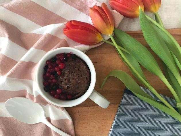Ατομικό κέικ σοκολάτας χωρίς ζάχαρη, έτοιμο σε 2