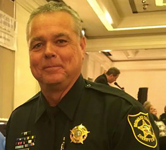 Twitter Deputy Scot Peterson told other officers not to enter the building as a gunman was shooting students