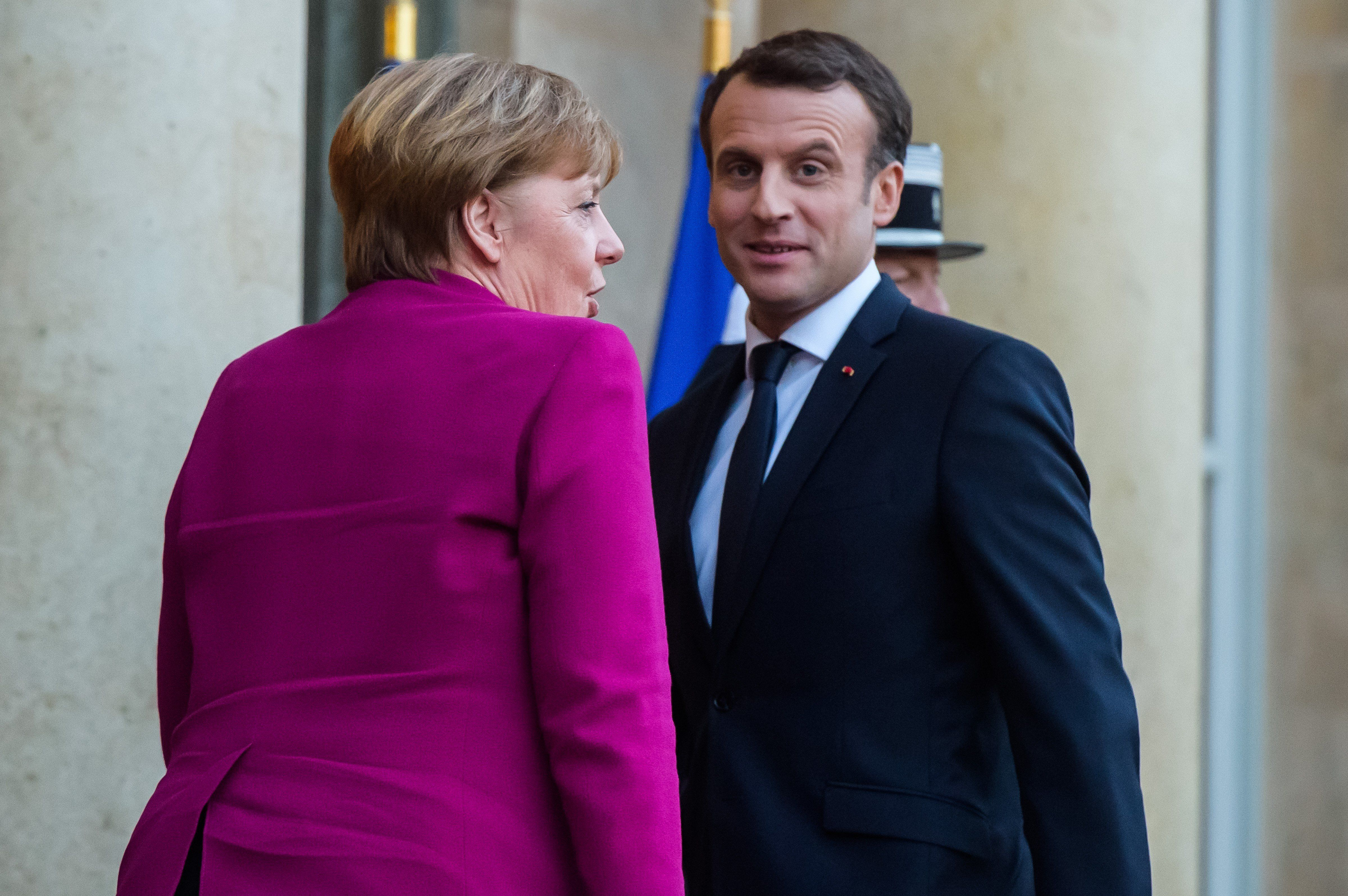 Spiegel: Μέρκελ και Μακρόν δεν θα παρουσιάσουν το σχέδιο για τη μεταρρύθμιση της ΕE στη διάσκεψη