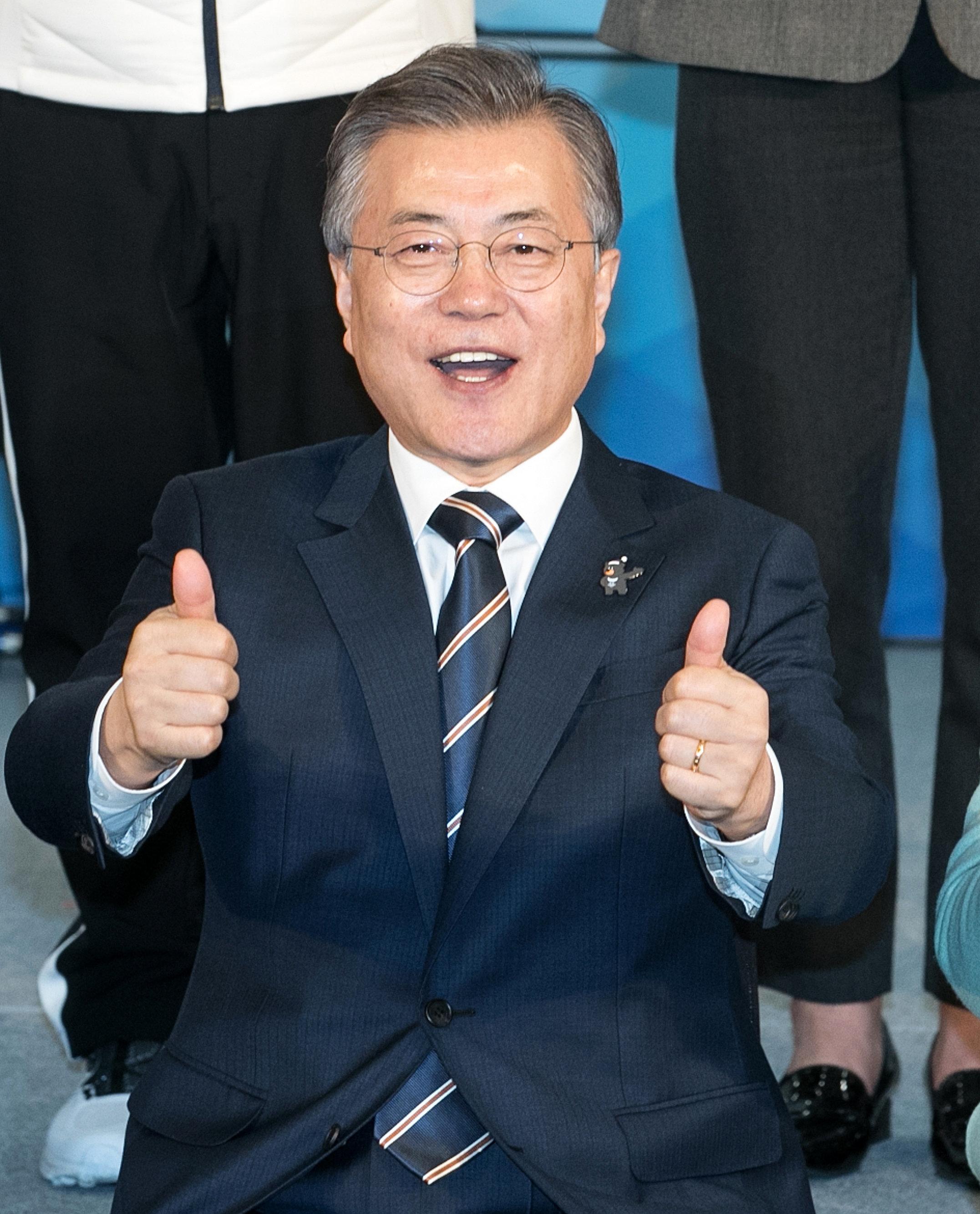 문대통령이 평창동계패럴림픽 한국 첫 메달리스트 신의현에게 전한 말