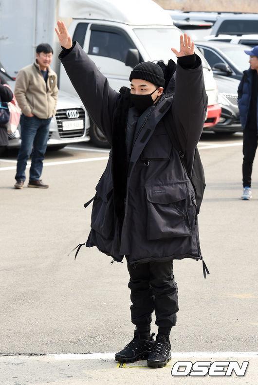 태양이 민효린과 팬들의 배웅 속에