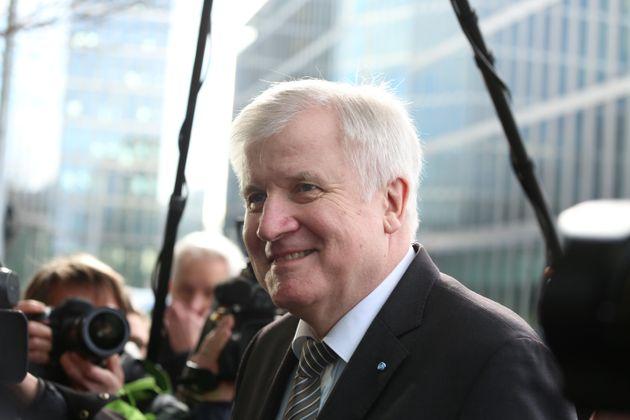 «Ολοκληρωμένο σχέδιο» απελάσεων μεταναστών, δηλώνει πως έχει ο νέος Υπουργός Εσωτερικών της
