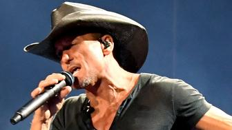 LOS ANGELES, CA - JULY 14:  Tim McGraw performs onstage during the 'Soul2Soul' World Tour at Staples Center on July 14, 2017 in Los Angeles, California.  (Photo by Kevin Winter/Getty Images)