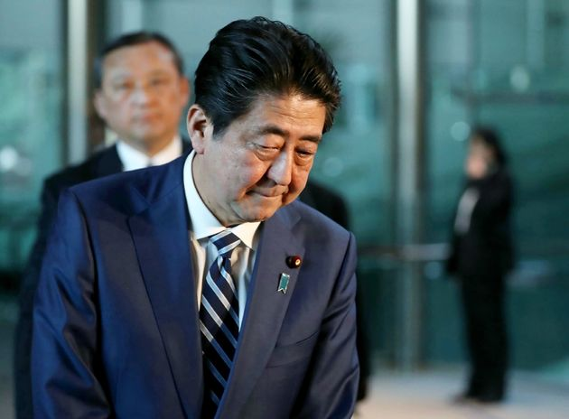 아베 총리가 모리모토 학원 스캔들에 대해 대국민 사과를