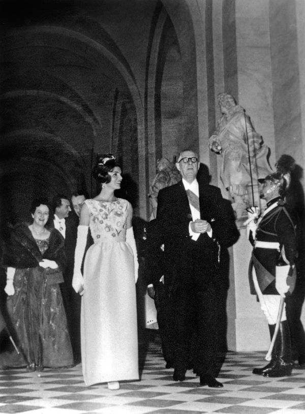 First lady Jackie Kennedy wearing a Givenchy dress in Versailles, June 2, 1961, during an official visit in France.