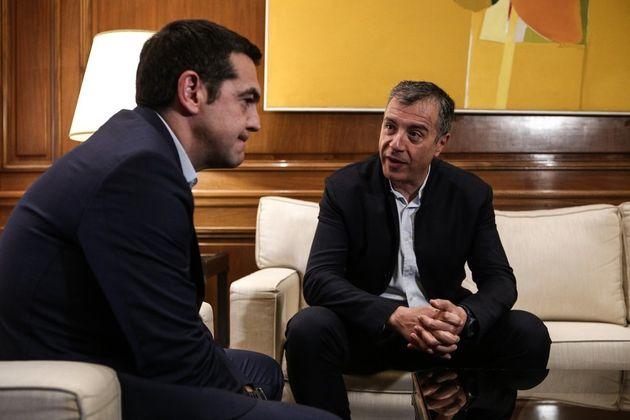 Και στη συνάντηση Τσίπρα - Θεοδωράκη το θέμα του ποδοσφαίρου. «Ο γόρδιος δεσμός πρέπει να κοπεί» είπε...
