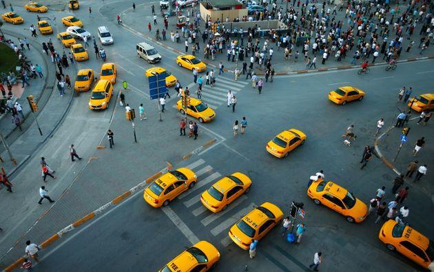 Οδηγοί ταξί της Κωνσταντινούπολης προσέφυγαν στα δικαστήρια για την απαγόρευση λειτουργίας της