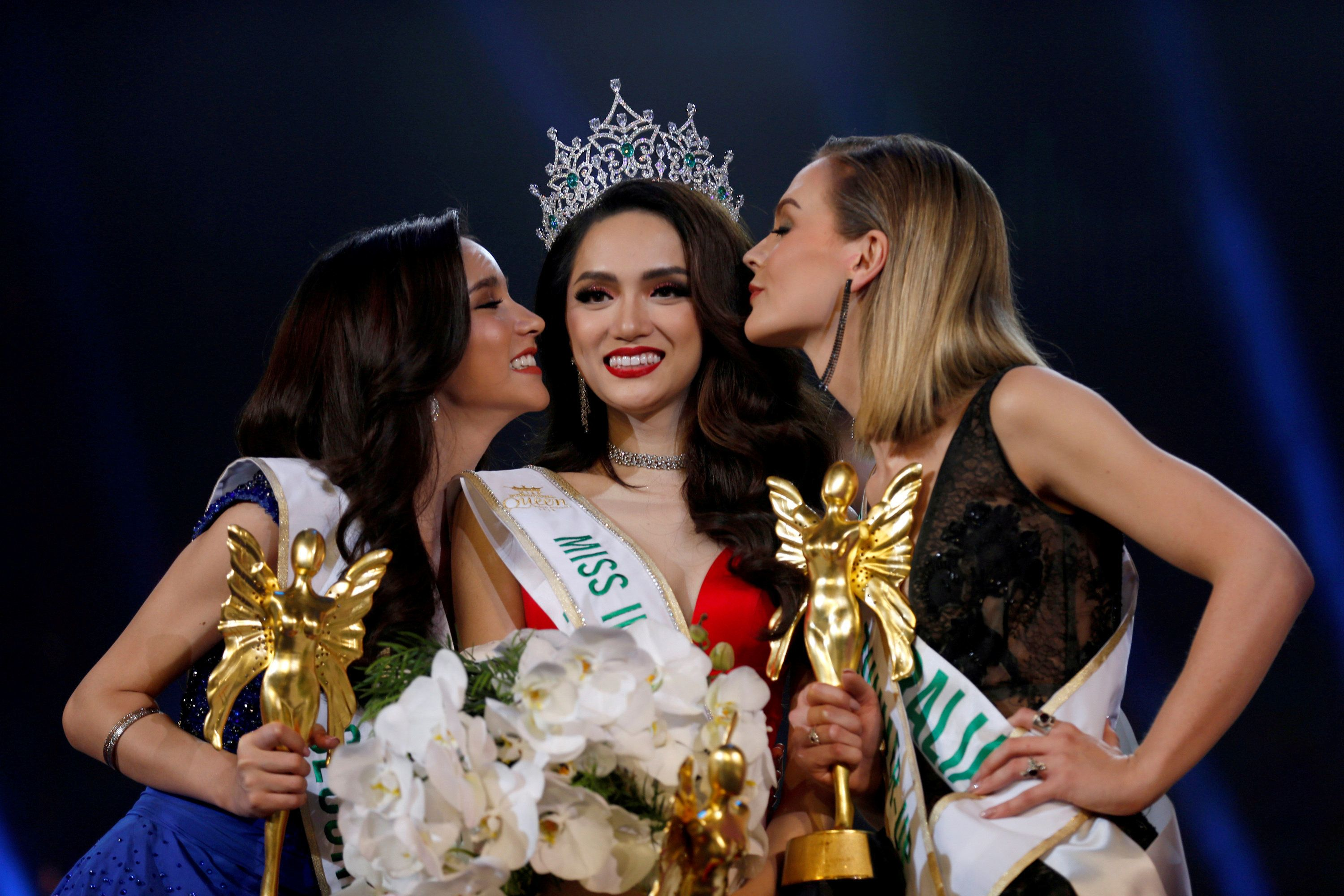 Contestant Nguyen Huong Giang of Vietnam is kissed by runners-up as she is crowned winner of the Miss International Queen 201