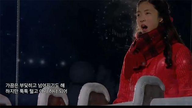 시각장애인 이소정의 노래 공연 장면. (유튜브 영상